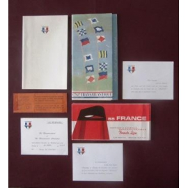 Lots de documents distribués à bord du FRANCE
